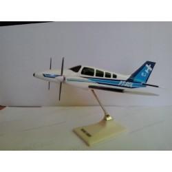 MAQUETE EMB-810C SENECA II